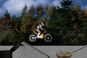 《摩托技巧之危险山地》游戏画面1