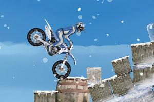 《冬季特技摩托》游戏画面5
