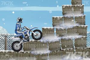 《冬季特技摩托》游戏画面3
