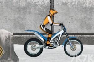 《冰上摩托车》游戏画面1