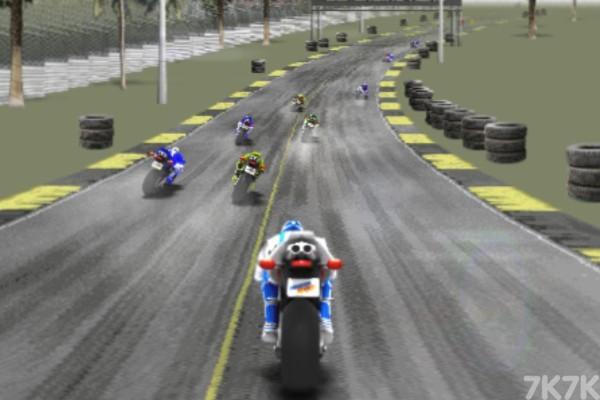 《狂飙摩托车无敌版》游戏画面3